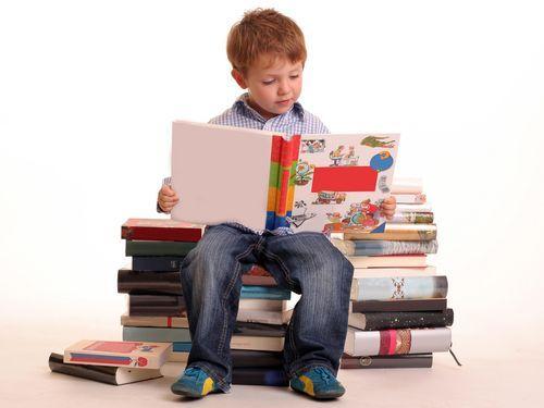 7 paşi de urmat ca să-ţi determini copilul să citească
