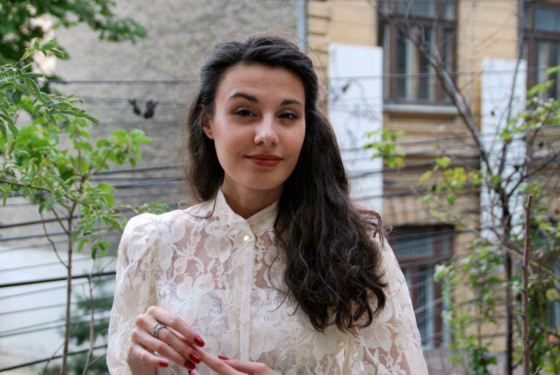 """Interviu cu Ana Manescu, autoarea cărții """"Quasar""""?"""