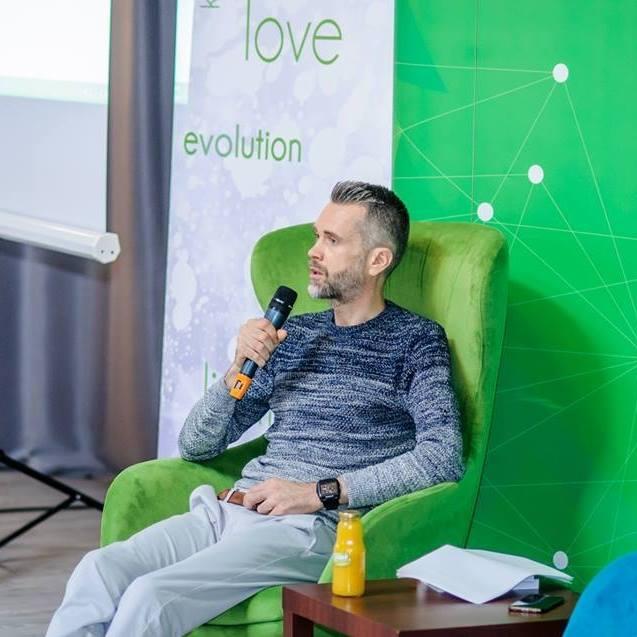 """Interviu cu Cristi Popan, autorul cărții """"Dă o șansă reală relațiilor de cuplu"""""""