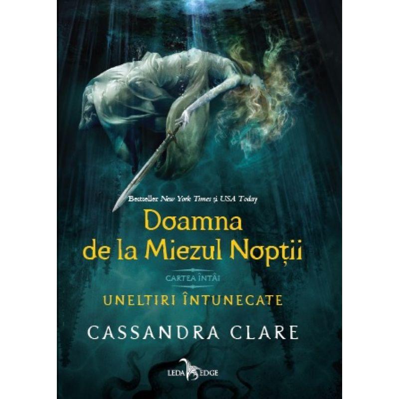 """Recenzie """"Doamna de la Miezul Nopții"""" (Uneltiri Întunecate #1) de Cassandra Clare"""