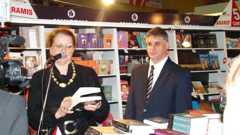Câteva cuvinte despre autorul Mihai Maxim