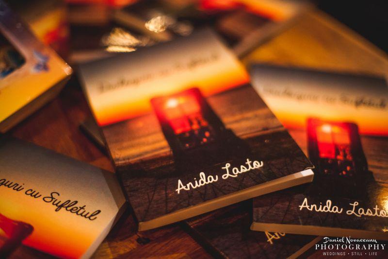 Câteva cuvinte despre autoarea Anida Lasto