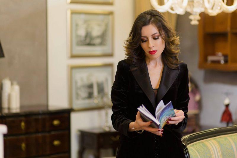 """Interviu cu Daniela Anton, autoarea cărţii """"Am îndrăznit să îl aştept"""""""