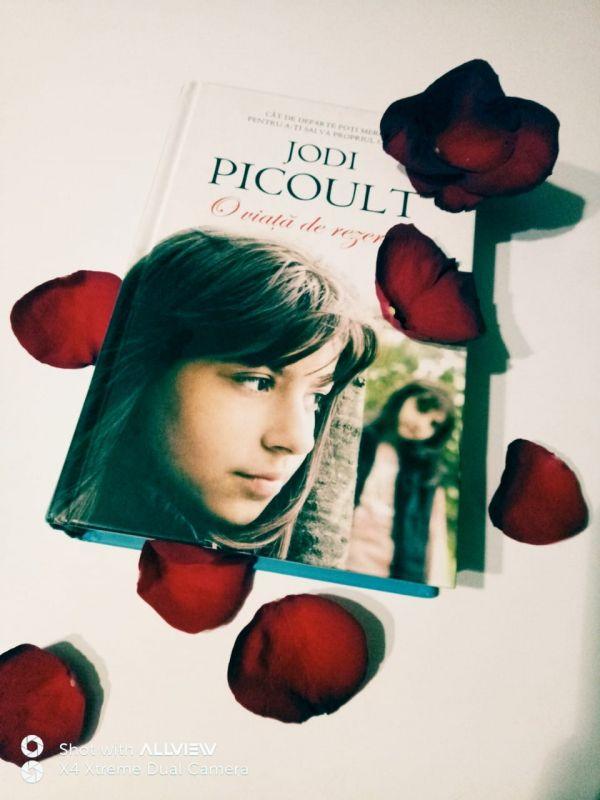 """Recenzie """"O viaţă de rezervă"""" de Jodi Picoult"""