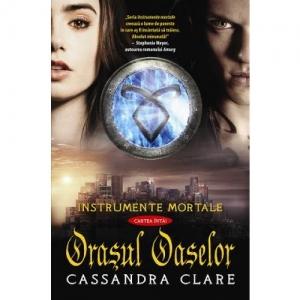 """Recenzie: """"Orașul oaselor"""" de Cassandra Clare"""
