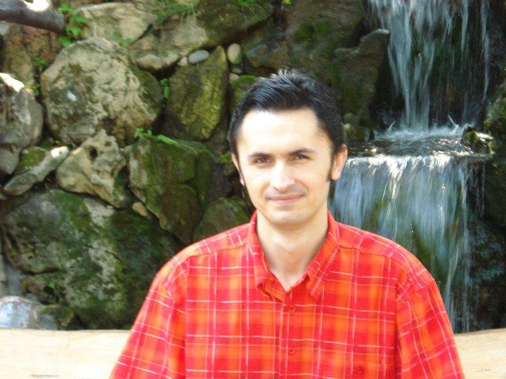 """Interviu cu Claudiu Neacșu, autorul cărții """"Atingerea"""""""
