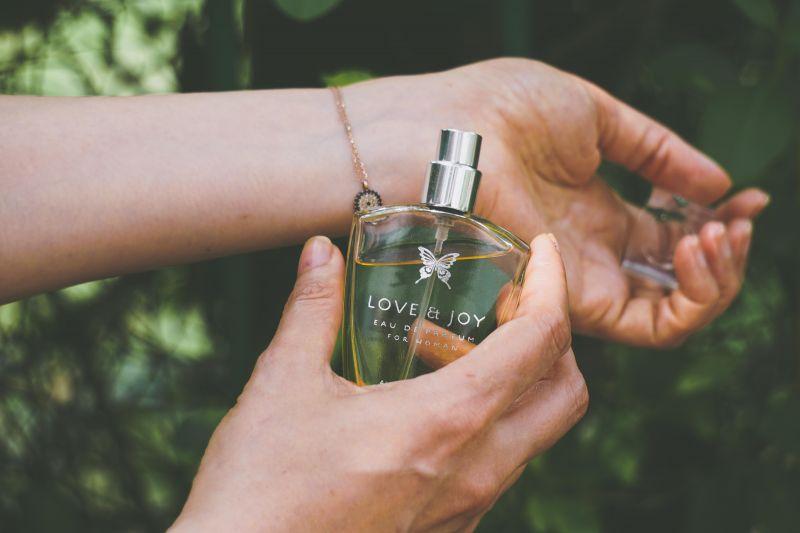 Povestea Parfumului: ritualuri mistice și capricii regale