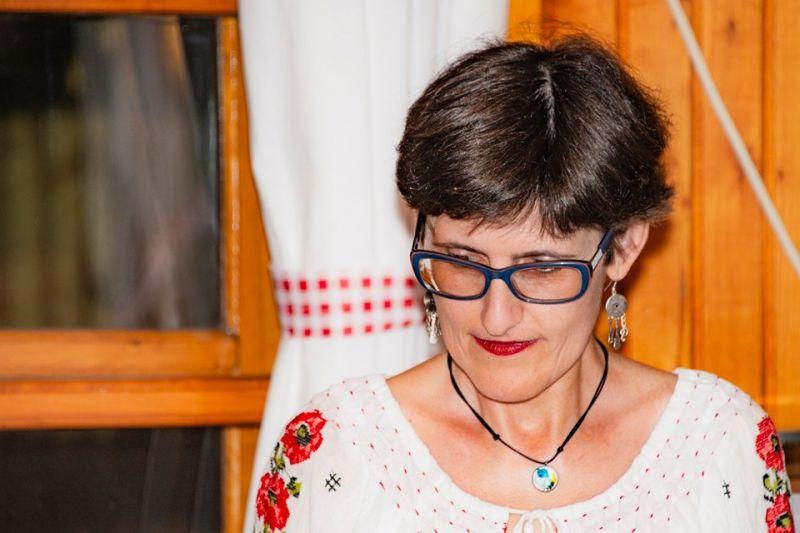 """Interviu cu Mihaela Hura, autoarea cărții """"În sertare, timpul"""""""
