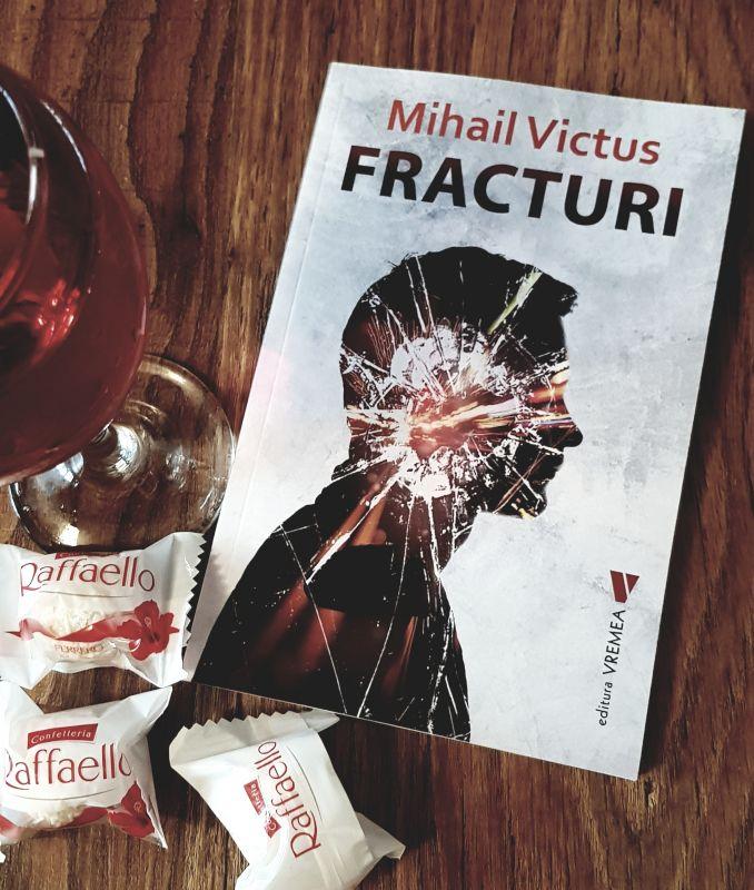 """Interviu cu Mihail Victus, autorul cărții """"Fracturi"""""""