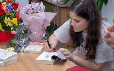 """Interviu cu Laura Hartte, autoarea cărții """"Puls în alb și negru"""""""