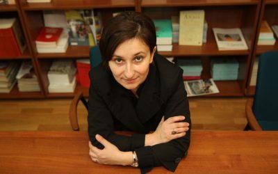 """Interviu cu Ioana Crihană, autoarea cărții """"Julie cea Săltăreață și Vecinul Cioc-Cioc"""""""