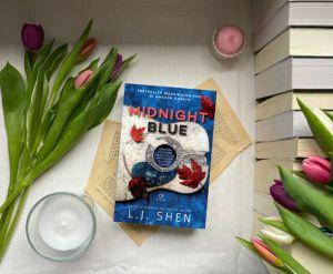 Midnight Blue de L.J. sHEN