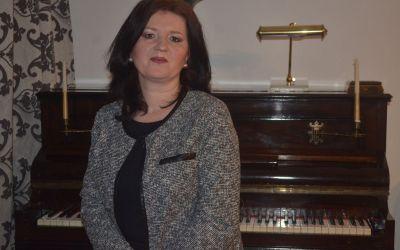 """Interviu cu Mihaela Anghel, autoarea cărții """"De dincolo de timp"""""""